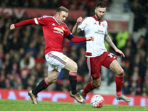Manchester United le ganó agonicamente al modesto Sheffield