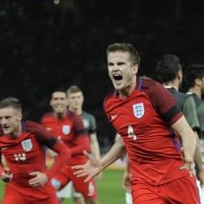 Alemania se durmió e Inglaterra se lo dio vuelta sobre la hora en un duelo amistoso