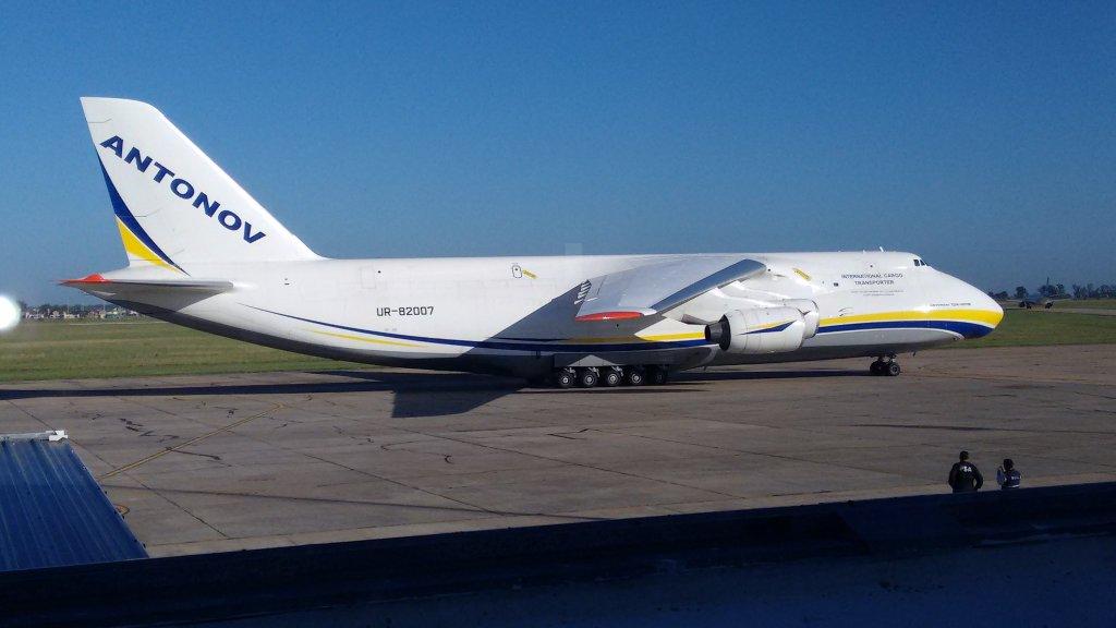 Antonov El segundo avión más grande del mundo aterrizó hoy en Rosario