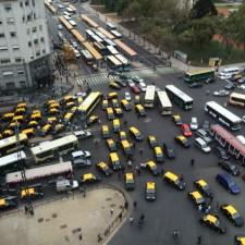 Taxistas cortaron varias calles en protesta por Uber