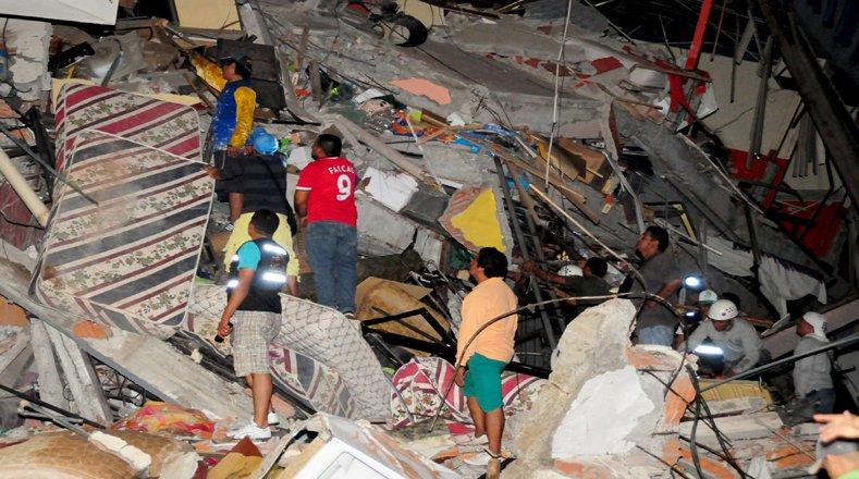 Ya son 233 muertos por el terremoto en Ecuador
