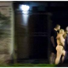 Rusia: prostitutas y clientes desnudos por las calles de San Petersburgo