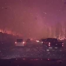 Impresionante video de la evacuación en Fort McMurray