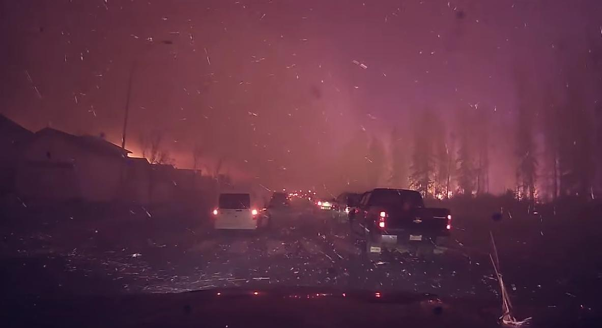 Impresionante video de la evacuación de Fort McMurray 3