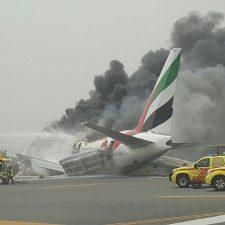 Dubai: incendio en un avión tras aterrizar