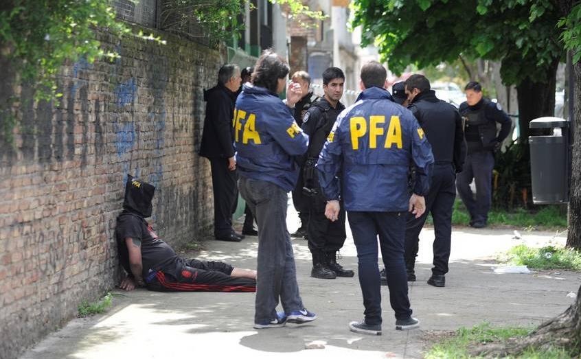 Balacera en la General Paz: 50 tiros y tres heridos