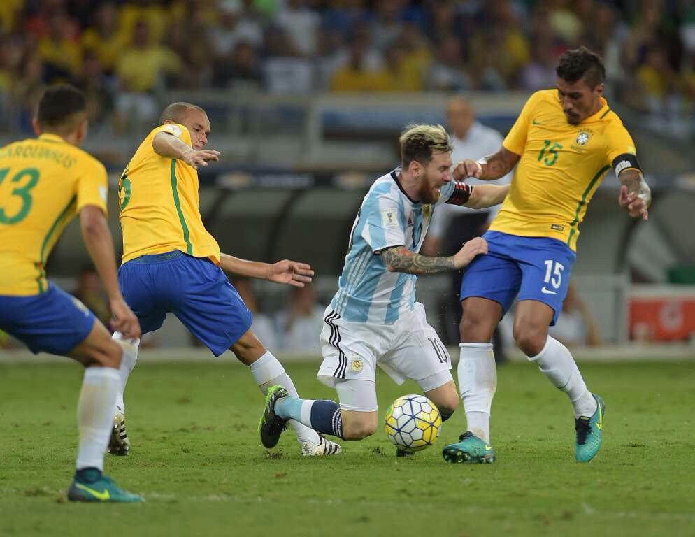 La selección perdió ante Brasil y sigue sin encontrar el rumbo