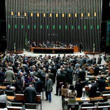 Brasil: irrumpen en diputados a favor de un golpe militar