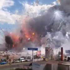 Video: impactante explosión en mercado de pirotecnia mexicano