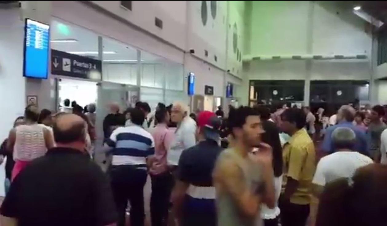 Insólito: hizo una broma sobre su suegra y causó pánico en el aeropuerto