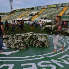 Chapecoense: dolor y lágrimas en el velatorio colectivo
