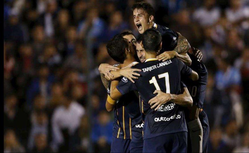Rosario Central se hizo fuerte en Montevideo y clasificó primero en su grupo