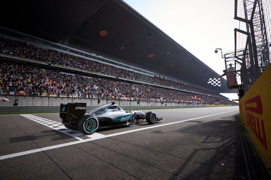 Rosberg ganó con tranquilidad una carrera muy compleja en China