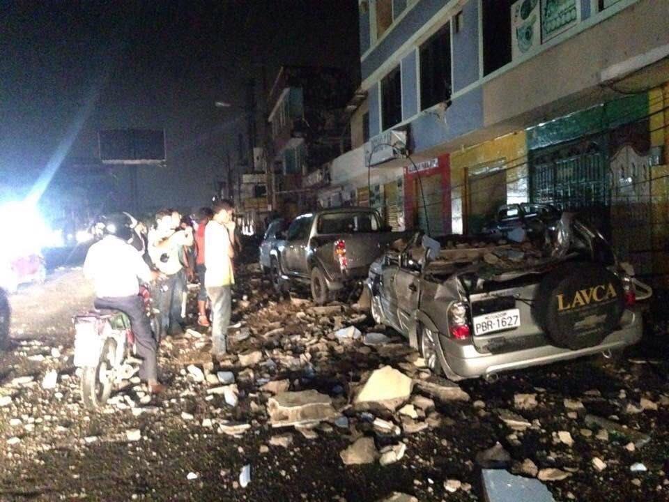 ecuador al menos 77 muertos por terremoto