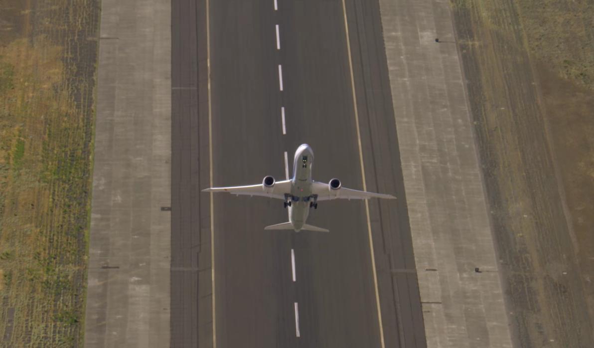 Espectacular video despegue vertical de un avión comercial