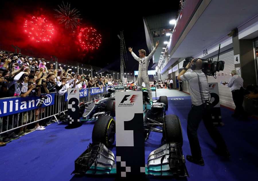 Rosberg ganó en Singapur y recuperó la punta