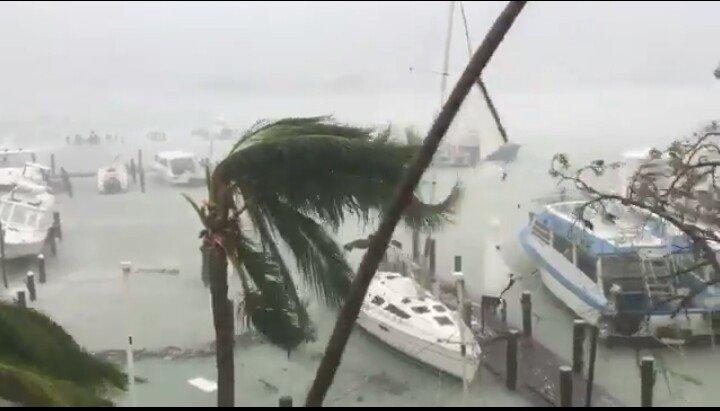 El huracán Matthew llegará a Miami esta noche y hay millones de evacuados