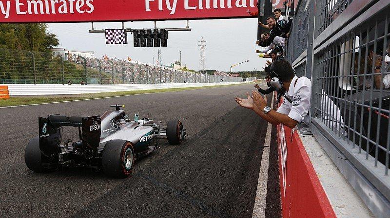 Rosberg dio otro paso importante en Japón