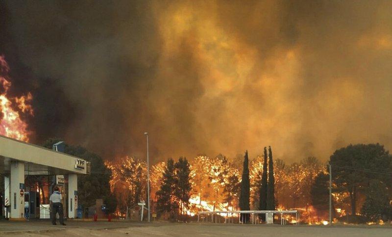 Fuego sin control en bosques de Cariló y Valeria del Mar